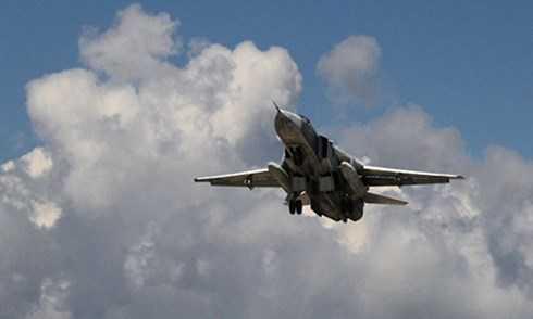 Một chiếc Su-24 cất cánh từ căn cứ ở Latakia, Syria