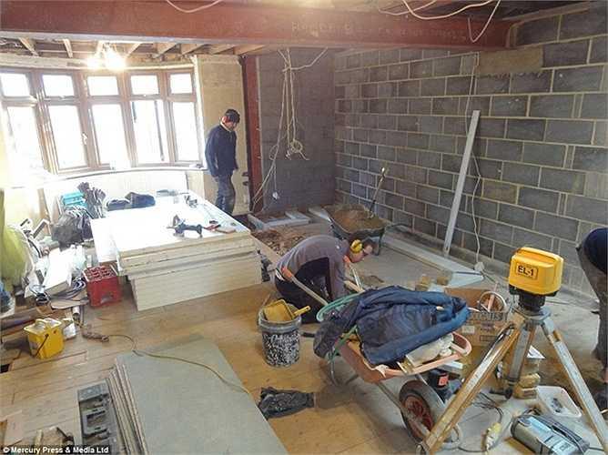 Dự án bắt đầu tháng 1/2012 và dự kiến hoàn thành vào tháng 2 nhưng cho đến tận tháng 6 vẫn chưa kết thúc.