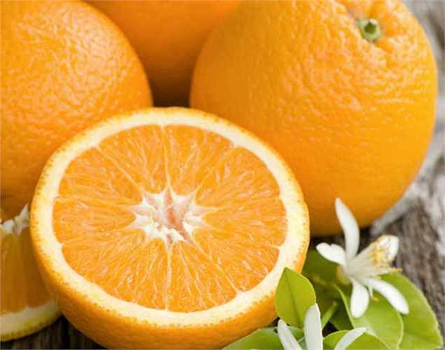 Cam: Vitamin C có trong cam giúp tăng cường hệ thống miễn dịch. Các nghiên cứu cho rằng nó làm giảm nồng độ cortisol do đó làm giảm mức độ căng thẳng. Mùi thơm của cam có tác dụng làm dịu. Đây là một trong những loại thực phẩm lành mạnh giúp hết stress.