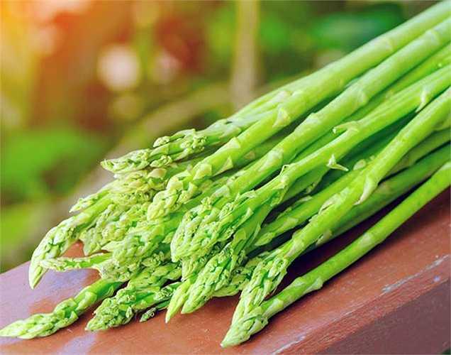 Măng tây: thực phẩm này chứa folate giúp bạn bình tĩnh ngay cả trong những tình huống căng thẳng cao. Nó có vị ngon hơn khi hấp. Hãy ăn thực phẩm này trong chế độ ăn uống hàng ngày của bạn để giữ sức khỏe. Nhân Hòa (theo Boldsky)
