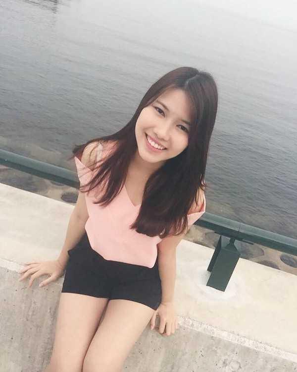 Nguyễn Thanh Nga, sinh năm 1996, du học sinh tại Asia Pacific University - Beppu, Nhật Bản. Cô đang theo học ngành Media với ước mơ trở thành phát thanh viên.
