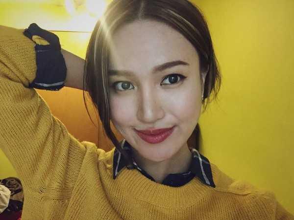 Trần Thị Thuỳ Trang, sinh năm 1996, hiện đang theo học ngành thiết kế thời trang tại Seattle, Mỹ. Thuỳ Trang mang vẻ ngoài và tính cách cực kỳ sống động, phóng khoáng. Cô nàng yêu thích các hoạt động thể thao, hay leo núi và đặc biệt là có niềm đam mê với thiết kế