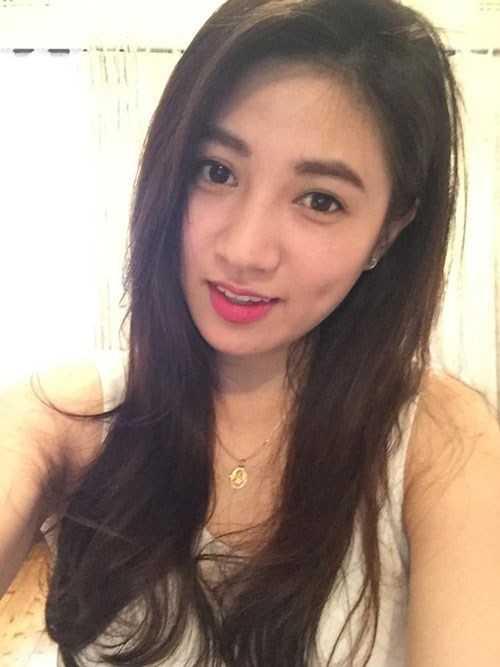 Lê Thị Mai Uyên, sinh năm 1992, du học sinh trường Latrobe University, Melbourne, Victoria, Australia. Uyên có sở thích đọc các cuốn tiểu thuyết ngôn tình đa phần Trung Quốc, Việt Nam và Nhật Bản.