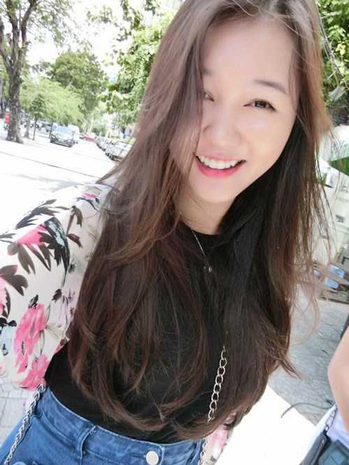 Nguyễn Khánh Vân - Sinh năm 1997, theo học tại trường Notre Dame High School Riverside, USA. Cô từng giành bằng khen của Tổng thống Mỹ Barack Obama, học bổng từ 50-80% các trường đại học tại Mỹ, giải nhất thi vẽ tranh bằng phấn, được chọn vào hội các học sinh cấp ba danh dự của Mỹ, top 60 Miss áo dài nữ sinh Việt Nam 2015.