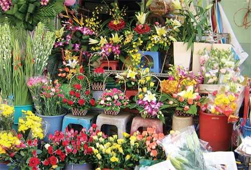 Hoa tươi trên đường Nguyễn Phong Sắc (Cầu Giấy)
