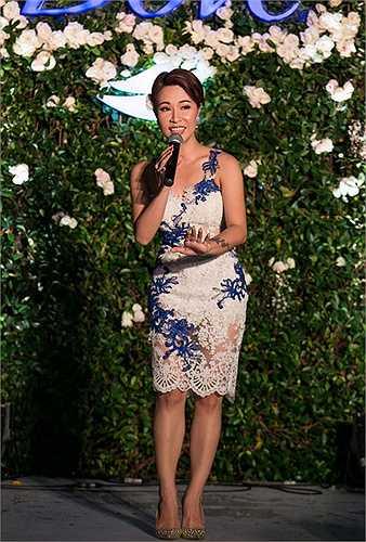 Uyên Linh xuất hiện trong sự kiện vườn hoa hồng lớn nhất Việt Nam.