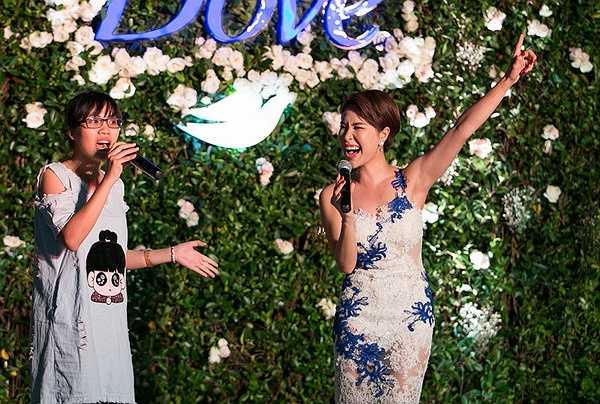 Cô vẫn thường được mời tham dự những chương trình âm nhạc lớn, góp mặt bên cạnh các diva và nhiều nghệ sĩ nổi tiếng khác của làng nhạc Việt.