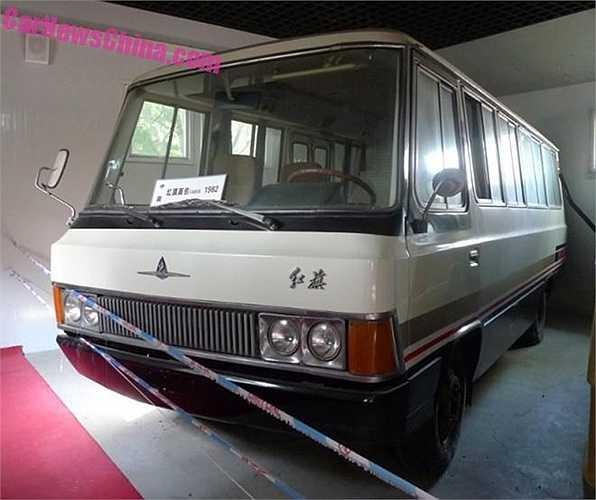 Chiếc xe minibus đặc biệt được gắn mác Hồng Kỳ (Hongqi CA630) là xe VIP do Trung Quốc tự chế tạo, trang bị động cơ xăng V8. Hiện chiếc xe là một trong những 'bảo vật' của ngành công nghiệp ô tô Trung Quốc.