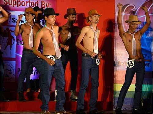 12. Cuộc thi Nam vương bảnh trai: Cuộc thi Mr.Handsome được tổ chức tại Nepal với các thí sinh là những người đồng tính nam. Cuộc thi này lần đầu được tổ chức vào năm 2013. Tại đây có nhiều người lần đầu tiên tiết lộ về giới tính thực sự của họ trên sân khấu.