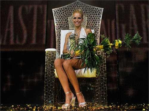 13. Hoa hậu Phẫu thuật thẩm mỹ: Cuộc thi Hoa hậu Phẫu thuật thẩm mỹ (Miss Plastic Surgery) là một cuộc thi độc đáo tại Hungary. Đây là cuộc thi tôn vinh sắc đẹp nhân tạo và có mục đích nhằm quảng bá ngành công nghiệp 'dao kéo' của đất nước Hungary.  Á hậu 1 của cuộc thi Hoa hậu Phẫu thuật thẩm mỹ Hungary làEdina Kulcsá tham dự cuộc thi Hoa hậu Thế giới 2014 và cũng giành được ngôi Á hậu 1.