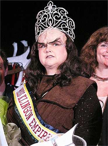 3. Hoa hậu đế chế Klingon: Đây là cuộc thi giành cho những fan nữ của loạtphim và truyện tranhhuyền thoại Star Trek. Nó được tổ chức thường niên tại lễ hội hóa trang ởAtlanta. Những ứng viên tham gia sẽ ăn vận giống như các chiến binh nữ xinh đẹp người Klingon trong seri phim và truyện tranhStar Trek..