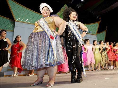 4. Hoa hậu Voi: Hoa hậu Voi (Miss Jumbo Queen) là cuộc thi nằm trong những hoạt động bảo tồn loài voi được tổ chức ở Thái Lan. Các thí sinh tham dự cuộc thi này phải có vẻ đẹp giống như loài voi với cân nặng tối thiểu là từ 60 kg trở lên.