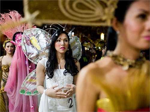 5. Hoa hậu Chuyển giới: Hoa hậu Chuyển giới (Miss Tiffany) cũng là một cuộc thi sắc đẹp đặc sắc thường được tổ chức ở Thái Lan. Các thí sinh tham dự đều là những người chuyển giới. Sự kiện này được tổ chức thường niên từ năm 2004 tới nay. Hoa hậu nổi tiếng nhất trong lịch sử cuộc thi là Nong Poy. Sau khi đăng quang, cô phát triển hình ảnh mạnh mẽ trong lĩnh vực giải trí không chỉ ở Thái mà còn ra khắp châu Á.