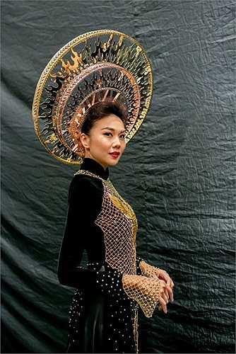 Với cường độ làm việc không ngừng nghỉ suốt 4 tháng qua từ cuộc thi Vietnam's Next Top Model cho đến tuần lễ thời trang Vietnam's International Fashion Week, Thanh Hằng hoàn toàn xứng đáng với ngôi vị vedette hàng đầu của làng mốt Việt Nam