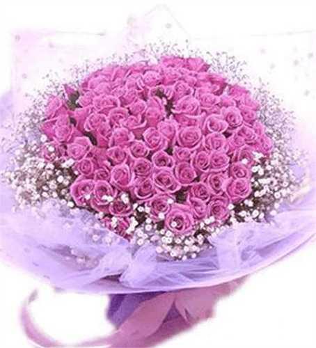 Công Vinh đăng ảnh một bó hoa và viết: 'Chúc mừng ngày phụ nữ Việt Nam 20/10, thật nhiều niềm vui và hạnh phúc'. Tiền đạo Bình Dương còn chú thích thêm rằng: 'Phụ nữ luôn là những bông hoa đẹp'