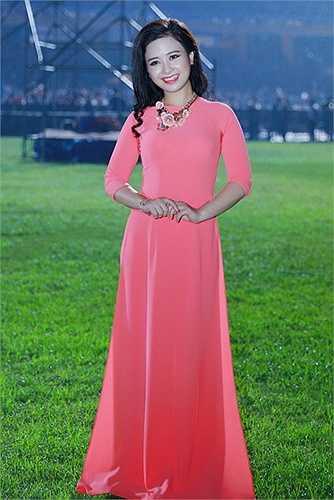 Sau khi biểu diễn thành công cho Hoàng gia Thái Lan và góp mặt trong liveshow để đời cùng huyền thoại Peabo Bryson, cũng như được yêu thích đặc biệt với ca khúc 'Đã từng', song ca cùng Bùi Anh Tuấn, ca khúc nhạc phim 'Hôn nhân trong ngõ hẹp', Dương Hoàng Yến hiện đang là giọng ca nữ được yêu thích hàng đầu tại Hà Nội