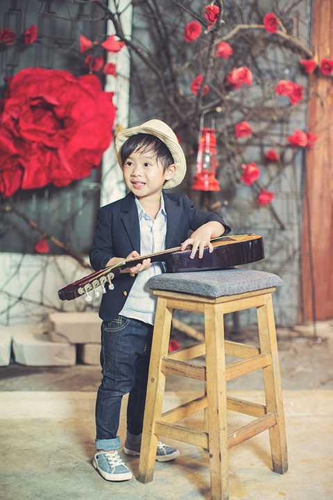 Tuy nhiên, anh cả Hạo Nhiên vẫn đang tuổi ăn tuổi nghịch nên cũng rất hiếu động chạy nhảy khắp nơi.