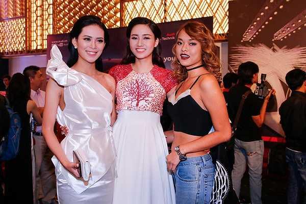 Cũng trong sự kiện tối qua, á hậu Ngô Trà My còn gặp lại hai thí sinh từng dự thi Hoa hậu Hoàn vũ Việt Nam 2015 là Lê Thị Sang và Quỳnh Mai. Cả ba đã vui vẻ chụp ảnh cùng nhau tại sự kiện này