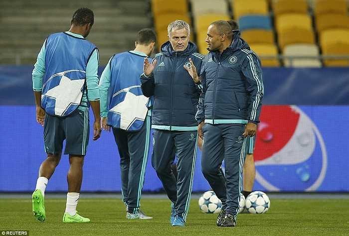 Đó là lý do tại sao Mourinho dù được Chelsea ủng hộ, vẫn sống trong muôn trùng sức ép