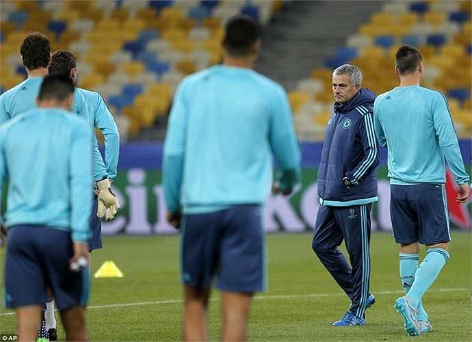 Chelsea của Mourinho đang đứng thứ 11 tại Premier League, nhưng tại Champions League, cơ hội của The Blues vẫn khá rộng mở