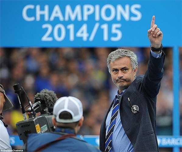 Đó là điều ít ai ngờ bởi mới cách đây 5 tháng, Mourinho vừa lên ngôi vô địch cùng Chelsea