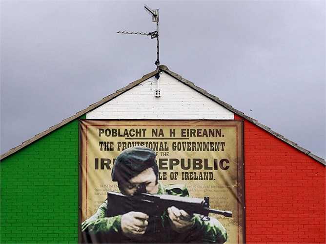 7. Cộng hoà Ireland - 122,8%: Quốc gia này đã 'dứt' được các chương trình cứu trợ tài chính từ hai năm trước, nhưng vẫn còn phải đối mặt với một đống nợ khổng lồ. Nhưng hiện tại Ireland đang được đánh giá là đi đúng hướng, với những thành công trong tái cấp vốn một số lượng lớn các khoản nợ liên quan tới ngân hàng.