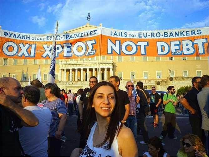 2. Hy Lạp - 173,8%: Đất nước này đã nhận các gói cứu trợ có giá trị lên tới 320 tỷ euro, và hiện đang buộc phải thực hiện các biện pháp thắt lưng buộc bụng để có được các khoản vay này. Nhưng đáng ngạc nhiên là Hy Lạp vẫn chưa phải là quốc gia có nợ chính phủ nhiều nhất thế giới.