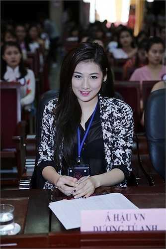Á hậu Tú Anh vừa đến Hải Phòng để giữ vai trò giám khảo cuộc thi Nữ sinh viên Việt Nam duyên dáng 2015 .