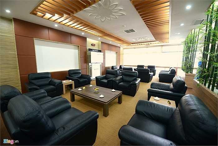 Các phòng chờ VIP cũng được trang trí sang trọng hơn so với các nhà ga hàng không khác ở trong nước.