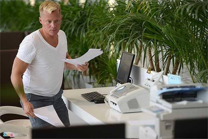 Phòng này còn có quầy máy tính, máy in, fax, kết nối Internet phục vụ công việc của hành khách.