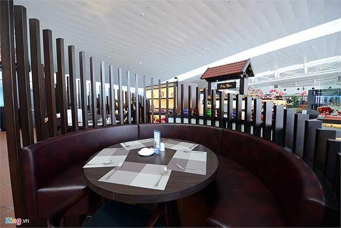 Một số khu vực có bàn ăn riêng tư để khách có không gian riêng.