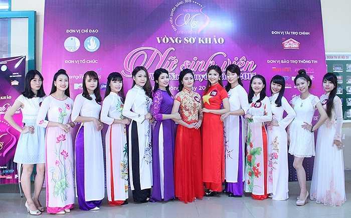 Ngày 20/10, tại Trường Đại học Y Dược Hải Phòng (Thành phố Hải phòng), Cuộc thi 'Nữ sinh viên Việt Nam duyên dáng' 2015 diễn ra vòng sơ khảo, thu hút đông đảo thí sinh tham gia.