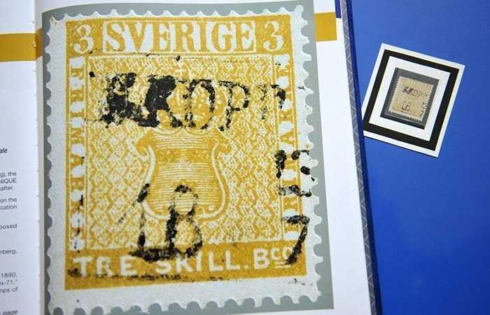 Có lẽ không có gì đặc biệt nếu đây là loại tem thường ở Thụy Điển. Tuy nhiên sự cố tại nhà máy tem năm 1855 đã cho ra đời những tấm tem màu vàng thay vì màu xanh. Và đương nhiên loại tem vàng hiếm và trở nên vô cùng đắt đỏ. Chúng được bán với giá vài triệu USD.
