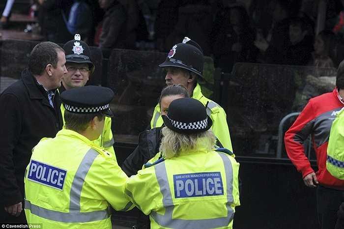 Cảnh sát thành phố Manchester đã tạm giữ 3 người sau vụ náo loạn