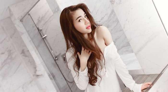 Trong những bộ ảnh thời trang, Elly Trần đều lôi cuốn bởi vẻ ngoài gợi cảm.