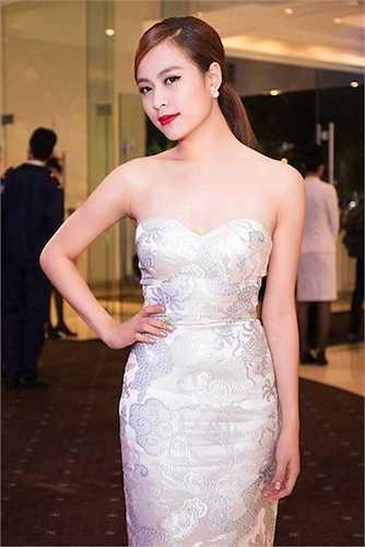 Hoàng Thuỳ Linh từ lâu đã theo đuổi phong cách sexy.