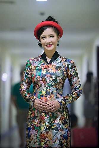 Dù đã bước qua thời kì đỉnh cao nhan sắc, nhưng Hồng Nhung vẫn giữ được vóc dáng thon thẻ, gương mặt xinh đẹp.