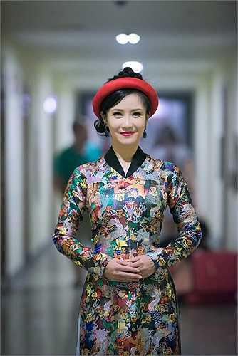 Ngắm vẻ trẻ trung của Hồng Nhung trong đêm nhạc của nhạc sĩ Phú Quang.