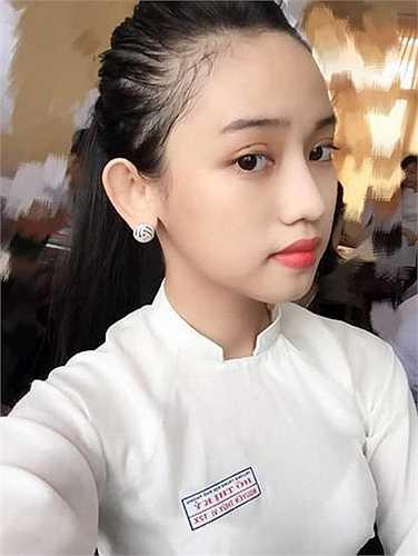 Những ngày gần đây dư luận lại được phen xôn xao về câu chuyện tình tay tay ba của cặp đôi Midu - Phan Thành và cô nàng hotgirl 17 tuổi.
