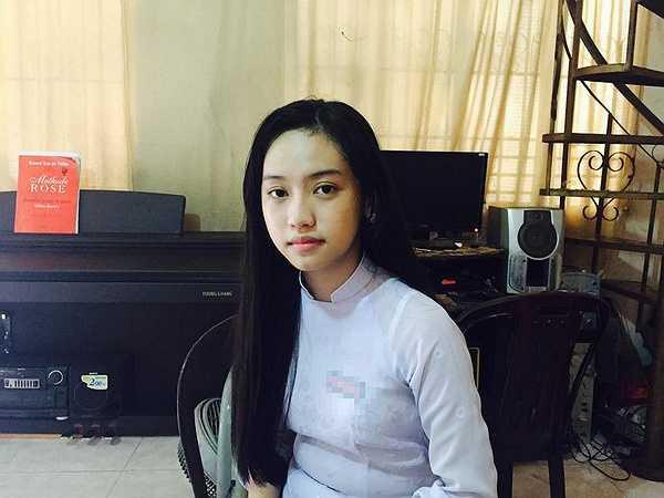 Bức ảnh được cho là chụp tại nhà Phan Thành, tuy nhiên Thúy Vi cho biết đây là khách sạn Phan Thành bảo lãnh thuê cho cô khi cô lên Sài Gòn chơi với anh.