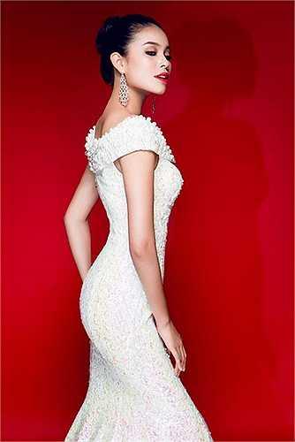 Sở hữu khuôn mặt sang trọng, thân hình gợi cảm, Hoa hậu Hoàn vũ Phạm Hương hiện là gương mặt đắt giá của showbiz.