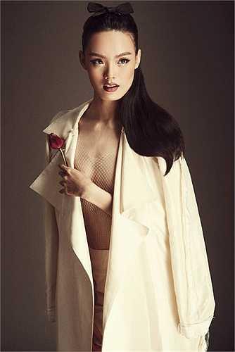 Mới đây, nữ người mẫu Thanh Thảo đã được nhà mốt sinh năm 1990 tin tưởng làm nàng thơ để thể hiện bộ sưu tập mới nhất của mình.