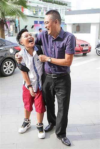 Từ một cậu bé nhút nhát, còn chưa chủ động trên sân khấu, Nguyễn Trọng Tiến Quang ngày càng tự tin, bản lĩnh, xử lý chắc chắn, thể hiện được nội lực và hoàn thiện bản thân sau 1 năm.