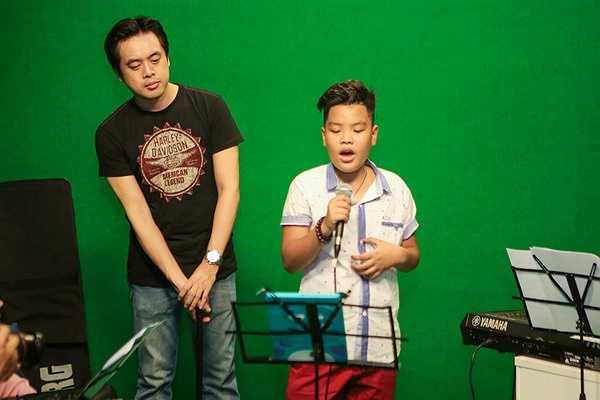 Những phần trình diễn để lại dấu ấn của Nguyễn Trọng Tiến Quang có thể kể đến như ca khúc Mẹ, Người mẹ của tôi, Góc tối, Cánh chim lạc, Cha và con trai...
