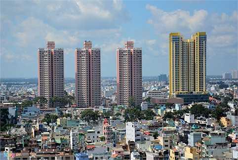 Ba tòa cao ốc dự án Thuận Kiều Plaza tại khu đất vàng của quận 5, TP HCM lâu nay bị người dân ví như 3 cây nhang khi nhìn từ xa.
