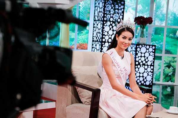 Vừa qua, Hoa hậu Hoàn vũ Việt Nam 2015 Phạm Hương đã có buổi trò chuyện trên truyền hình, tân hoa hậu Phạm Hương không giấu mục tiêu học thạc sĩ trong một tương lai gần.