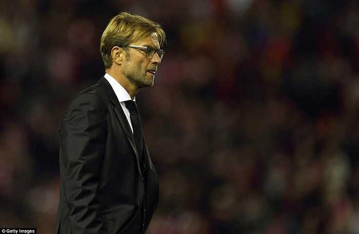Chiến lược gia 48 tuổi bồn chồn khi Liverpool bị dẫn trước