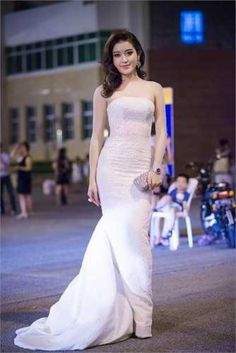 Phong thái của mỹ nhân Hà Thành cũng tự tin, dạn dĩ hơn rất nhiều.