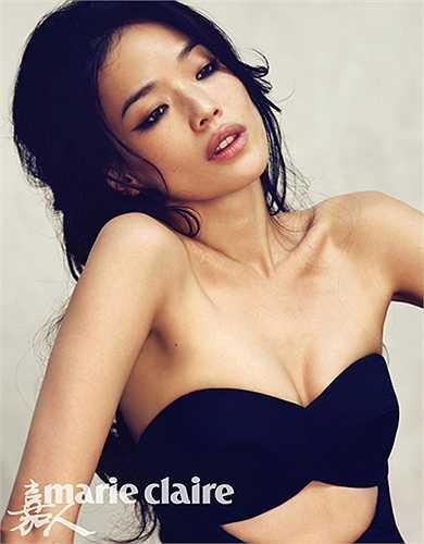 Thư Kỳ cũng là một 'đả nữ' quen thuộc trên màn ảnh Trung Quốc với những bộ phim như Phong Vân, Gác Kiếm, Toàn thành giới bị, Huyền thoại Trần Chân. Không chỉ có những màn võ thuật đẹp mắt, Thư Kỳ còn sở hữu thân hình gợi cảm và một gương mặt khả ái.