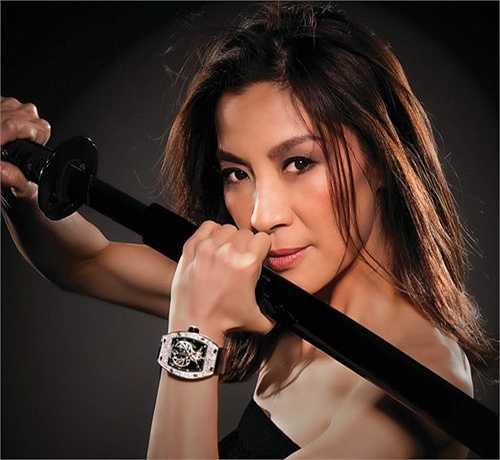 U60 Dương Tử Quỳnh cũng là một trong những 'đả nữ' xuất sắc nhất của màn ảnh Hoa ngữ. Nữ diễn viên gốc Malaysia đã có những pha chiến đấu đẹp mắt trong Ngọa hổ tàng long, Kiếm vũ, Vịnh Xuân.